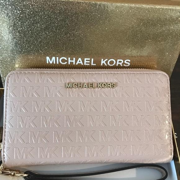 2c55185757a548 Michael Kors Bags | Lg Flat Mf Phn Wristlet | Poshmark